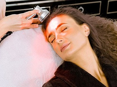 Everything That You Need To Know About Light Therapy For Skin